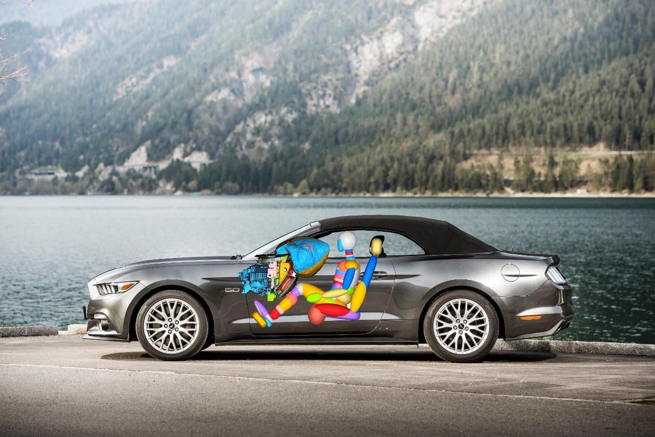 Подушка безпеки нового Mustang