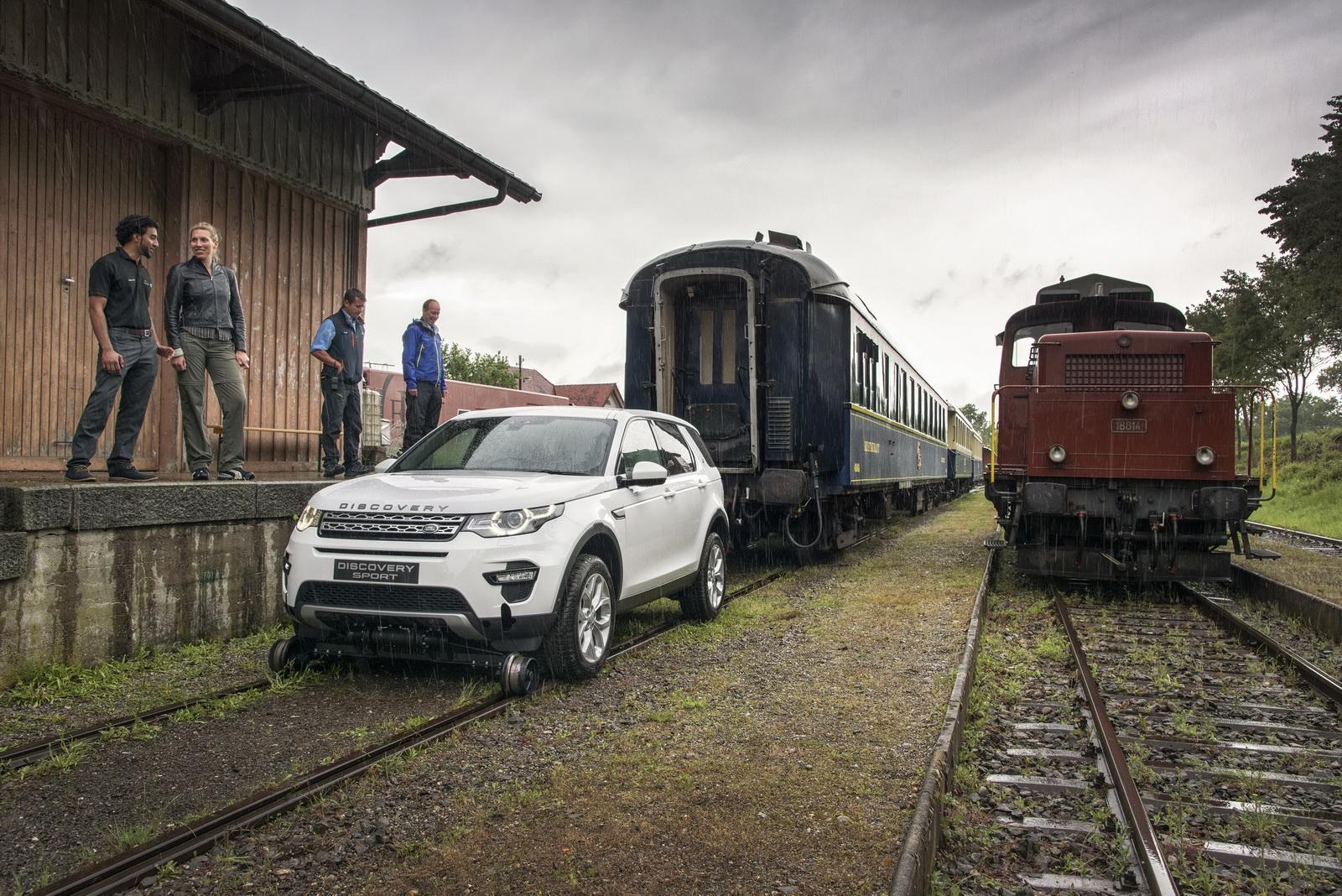 Land Rover Discovery Sport успішно протягнув 3 вагони поїзда - офіційний представник Winner в Україні
