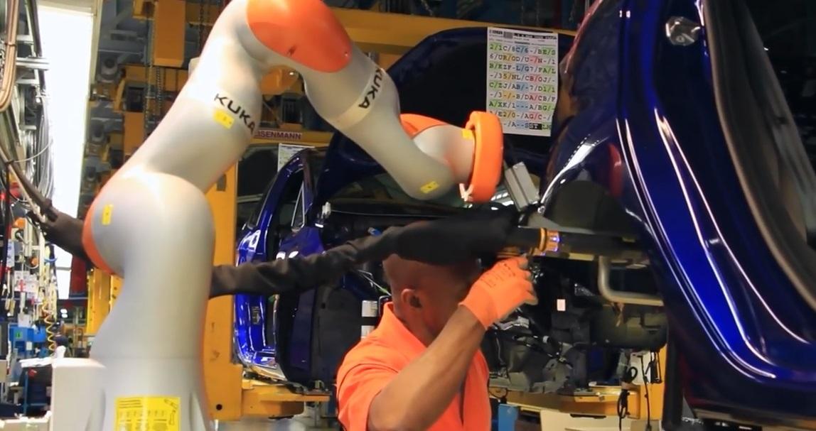 На заводі Ford в Кельні люди працюють в парі з роботами - офіційний представник Winner в Україні